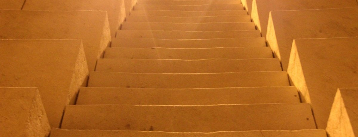 stairs-106933_1920